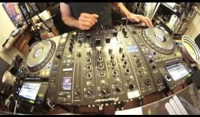 Simple Beat Matching DJ Mixing Lesson by Ellaskins, The DJ Tutor
